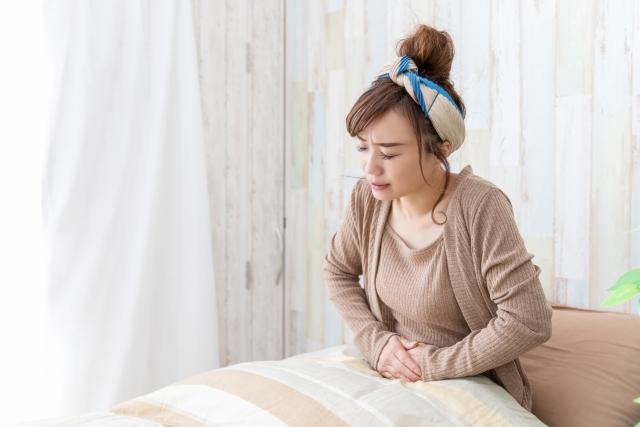 生理不順の辛い症状に悩む女性